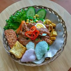 Let the food dance in your mouth! Asian Recipes, Asian Foods, Peanut Sauce, Indonesian Food, Vegetable Salad, Cobb Salad, Goodies, Vegetables, Website