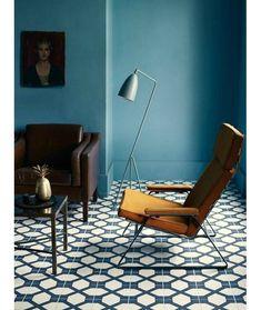 un salon bleu aux meubles rtro - Salon Bleu Vintage
