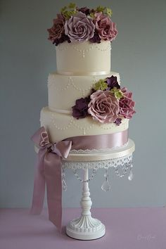 Romantic pearl & rose wedding cake Flowers not so big but nice pearl decoration