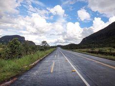 Não importa o caminho o importante é a viagem. Andar pelas estradas da Chapada dos Veadeiros nos levou por cenários incríveis. Uma experiência que compartilhamos em uma galeria no blog.letsflyaway.com.br ---------- Doesn't matter the route the important is the trip. Walking along the roads of the Chapada dos Veadeiros took us through incredible sceneries. An experience we shared in a blog galleryletsflyaway.com.br ---------- #chapadadosveadeiros #goias #brasil #ecoturismo #bestvacations…