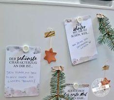 20 Gründe warum, ich dich liebe   4 kleine Säckchen zum selber befüllen: Der Adventkalender für deinen Partner egal ob Mann oder Frau Karten mit vorgedrucken Sätzen zum Vollenden für einen einfachen, aber doch ganz persönlichen DIY Adventskalender zum Basteln.  #adventkalender #adventskalnder #feenstaub Partner, Place Cards, Place Card Holders, Husband Love, Diy, Crafting, Personalized Gifts, Simple Diy, Xmas Cards