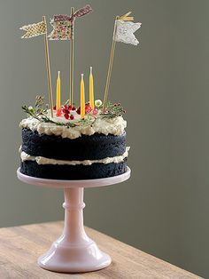 No idea what kind of cake this is, but I sure like how it's decorated!!
