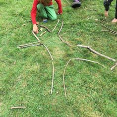 Great idea! #joyofsticks @Regrann from @freerangeurbankids - Creating outlines of ourselves with sticks. Each child lay down on the grass and the other children used sticks to mark out the shape of our bodies #forestschool #forestkindergarten #looseparts #sticks #eyfs #eyfstwitterpals - #regrann