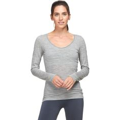 The Icebreaker Women's Long-Sleeve BodyFit 150 Siren Sweetheart Top is so light and soft that it feels like you're wearing a cloud. Merino wool gives this casual baselayer a breathable feel that fights odors, and it has a touch of Lycra that offers some comfortable stretch. All year long, this ultralight V-neck top flatters your figure, whether you're running around town or relaxing on the couch.