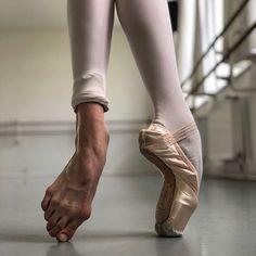 Quotes Beautiful World God 35 Ideas Dancers Feet, Ballet Feet, Ballet Dancers, Ballerinas, Ballet Pictures, Dance Pictures, Pointe Shoes, Ballet Shoes, Tumblr Ballet