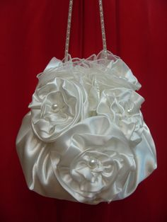 Bridal Purse White Saten & Pearls by AmorBride on Etsy Bridesmaid Bags, Marriage Dress, Prom Accessories, Bridal Clutch, Red Wedding Dresses, Wedding Purse, Satin Flowers, Girls Bags, White Satin