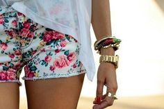 We can think of a few #spring floral accessories to match these shorts