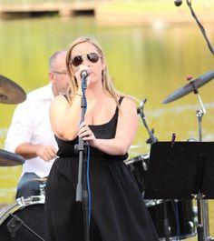 Emma Koretz on lead vocals Image