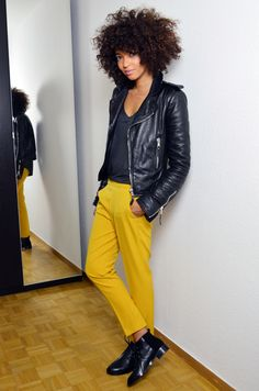 ffddcb038eef blog-mode-beaute-geneve-suisse-perfecto -biker-jacket-leather-cuir-balenciaga-sac-marc-by-jacob-pantalon-jaune-afro-hair-cheveux-frises-souliers-and-other-  ...