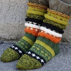 rainbow Socks Ravelry: Rainbow socks pattern by Borghild Kolås. Crochet Socks, Knitting Socks, Free Knitting, Knit Crochet, Knitting Patterns, Crochet Patterns, Knit Socks, Rainbow Socks, Crazy Socks