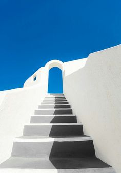 Stairway in Santorini, Greece Small Canvas Art, Mini Canvas Art, Easy Canvas Art, Arte Sharpie, Sharpie Wall, Painting Inspiration, Art Inspo, Art Mini Toile, Aesthetic Painting