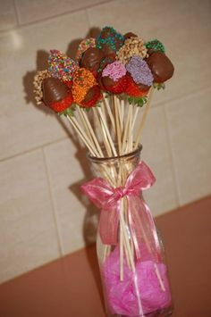 Mothers day Choc dipped strawberries. I just might make these for mom. :)