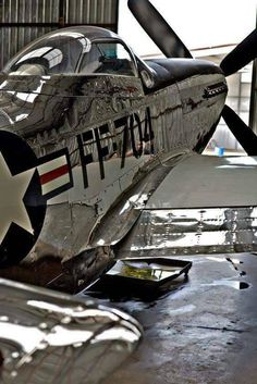 Vintage Planes mustang in hanger bay Ww2 Aircraft, Fighter Aircraft, Military Aircraft, Fighter Jets, Airplane Fighter, Photo Avion, P51 Mustang, Ww2 Planes, Vintage Airplanes