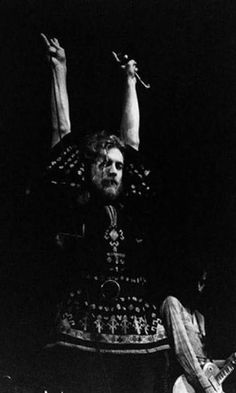 led-zeppelin-out-on-the-tiles: Robert Plant