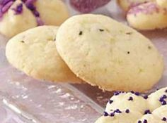 Lavender Cookies With Rose Water Icing Recipe Lavender Cookie Recipe, Lavender Recipes, I Love Food, Good Food, Yummy Food, Cookie Recipes, Dessert Recipes, Sashimi, Cookies Et Biscuits