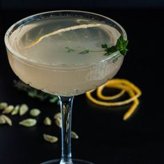 Pink Grapefruit and Cardamom Prosecco Martini, My Favorite Food, Favorite Recipes, Prosecco Sparkling Wine, Le Gin, Grapefruit Juice, Beverages, Drinks, Recipe Collection