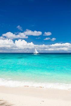 Bahamas Bareboat Sailboats for Sailing Vacations with Family and Friends