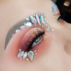 Impassioned Hues for Daily Eye Makeup - Glitzer Augen Glitter Makeup, Eyeshadow Makeup, Makeup Art, Make Carnaval, Coachella Makeup, Galaxy Makeup, Carnival Makeup, Rave Makeup, Colorful Eye Makeup