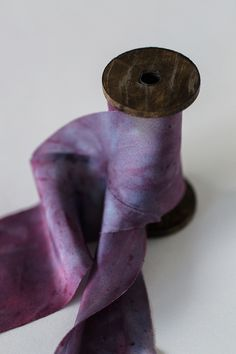 LIMITED EDITION!Luxuriöse Seidenbänder aus 100% Seide im Schrägschnitt geschnitten. Handgefärbt mit ...