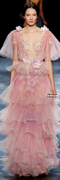 Catwalk photos and all the looks from Marchesa Autumn/Winter Ready-To-Wear New York Fashion Week Fashion Moda, Pink Fashion, Fashion Week, New York Fashion, Fashion Show, Fashion Design, Fall Fashion, Fashion 2016, Fashion Vintage