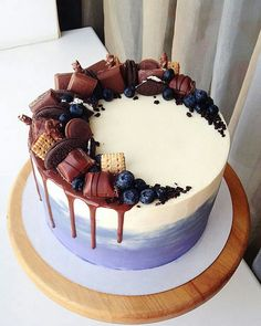 Cake Decorating Techniques, Cake Decorating Tips, Bolo Tumblr, Food Cakes, Cupcake Cakes, Decoration Patisserie, Birthday Cake Decorating, Cake Birthday, Crazy Cakes