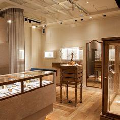 AbHerï 銀座店店舗イメージ3 Showroom, Divider, Meme, Retail, Dining, Iphone, Interior Design, Antiques, Furniture
