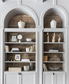Fashion-forward interiors and old-world-inspired architectural features beautifully accommodate a family's entertaining needs. Built In Shelves Living Room, Bookshelves Built In, Billy Bookcases, Style At Home, D House, Diy Décoration, Home Fashion, Home Living Room, Interior Design Living Room