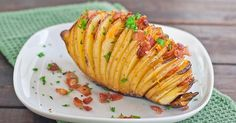 Hasselback Aardappeltjes     Gebakken aardappeltjes...maar net even anders   Lekker bij een salade of als side dish bij de bbq   Dit rece...