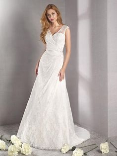 Romantisches Brautkleid aus Spitze mit raffinierter Rückenansicht. Wedding Dresses, Fashion, Pictures, Gown Wedding, Lace, Curve Dresses, Bride Dresses, Moda, Bridal Gowns