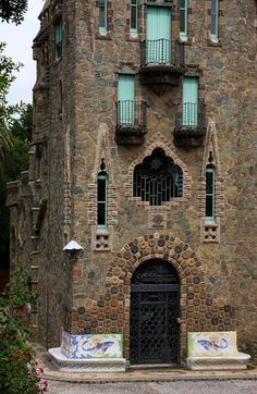 Torre Bellesguard, Gaudi, Barcelona by Terrill Welch Art Nouveau, Monuments, Antoni Gaudi, Barcelona Travel, Spain And Portugal, Beautiful Buildings, Windows And Doors, Architecture Details, Malaga