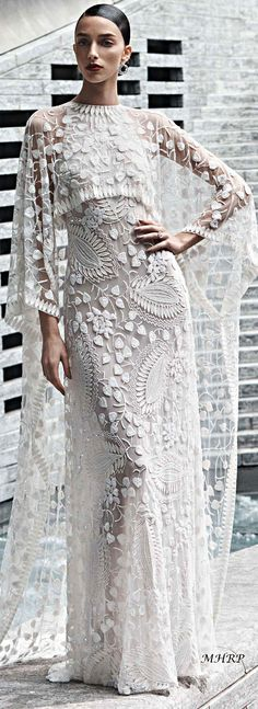 Naeem Khan is an Indian-American fashion designer based in New York. Couture Mode, Couture Fashion, Beautiful Gowns, Beautiful Outfits, Bridal Gowns, Wedding Gowns, Naeem Khan Wedding Dresses, Naeem Khan Bridal, Dress Vestidos