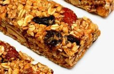Granola+bars+are+perfect+for+a+quick+and+delicious+breakfast+or+for+an+energizing+afternoon+snack! Grab and Go Granola Bars Easy Camping Breakfast, Breakfast Bars Healthy, Healthy Granola Bars, Homemade Granola Bars, Healthy Cereal, Breakfast Ideas, Paleo Cereal, Quinoa Cereal, Trix Cereal