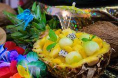 Sałatka z owoców tropikalnych z sosem miodowym. #smacznastrona #karnawal #tescoparty #karnawalwrio #salatka #owoce #salatkazowocow #kulinaria #przepis #deser