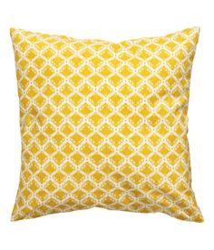 Gelb. Kissenhülle aus Baumwolle mit Musterdruck. Verdeckter Reißverschluss.