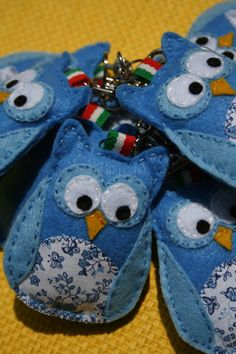 Gufetti portafortuna per la Nazionale Giovanile Felt Projects, Sewing Projects, Projects To Try, Crocheted Owls, Felt Owls, Mini Stuff, Arts And Crafts, Diy Crafts, Broken Leg