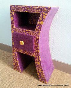 Meuble en carton Chevet Hasiane violet orange réalisé par Estelle - Modèle de l'Atelier Chez Soi - Facile pour débuter grâce au livret de formation L01.