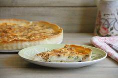 """En casa somos muy queseros y creo que nos gustan todos, jajaja; pero, sin duda, nuestro favorito es el """"Queso Picón"""": es un queso azul espectacular que se hace en los pueblos de la Comarca del Liébana, en Cantabria (mi tierruca 😍). Ahora mismo me comería un buen trozo untado en pan, pero no tengo 😥. Pensando en el queso azul me he acordado de una receta que me encanta para una merienda o cena con amigos, cumpleaños, ... """"Quiche de queso azul"""". ¡Qué rica está!. @misthermorecetas…"""