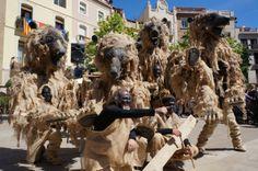 """""""Osos del pirineo"""" es un espectáculo de teatro de calle de Tutatis Producciones Teatrales. Producción itinerante, pasacalles con música en directo y títeres."""