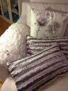 Pillows, white, silwer