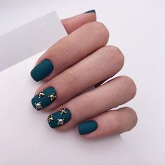 25 Festive Christmas Nail Ideas That'll Have You Fa-La-La-ing in LoveThe Best New Christmas Nail Colors of 2018 Holiday Nails, Christmas Nails, Christmas Christmas, Bridal Nail Art, Nail Jewels, Christmas Nail Designs, Halloween Nail Art, Nagel Gel, Winter Nails