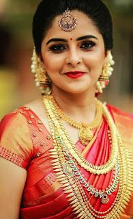 Learn about wedding hairstyles elegant - Prom Dresses Design South Indian Wedding Hairstyles, Bridal Hairstyle Indian Wedding, Indian Bridal Outfits, Indian Bridal Fashion, Indian Bridal Wear, Kerala Bride, Hindu Bride, South Indian Bride, Kerala Saree Blouse Designs