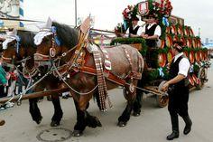 Einzug der Wiesnwirte - Oktoberfest München Brewery horses. Read more at www.inside-munich.com