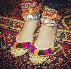 glue pom poms on shoes and pearls Afghan Clothes, Afghan Dresses, Afghanistan Culture, Indian Shoes, Girly, Dress Clothes For Women, Gypsy Jewelry, Boho Gypsy, Womens Slippers