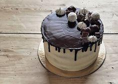 Svájci vajkrémmel burkolt barackos-mascarponés túrótorta – Smuczer Hanna Cake, Food, Kuchen, Essen, Meals, Torte, Cookies, Yemek, Cheeseburger Paradise Pie