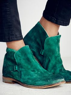 New In Box Free People Distressed Leather Summit Ankle Boots Booties Emerald 41 Suede Ankle Boots, Bootie Boots, Shoe Boots, Suede Booties, Green Ankle Boots, Women's Shoes, Shoes Style, Casual Shoes, Men Casual