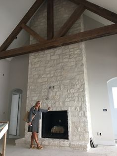 Stone style/color – House - Home Professional Decoration Stone Fireplace Wall, Stacked Stone Fireplaces, Rock Fireplaces, Farmhouse Fireplace, Home Fireplace, Fireplace Remodel, Living Room With Fireplace, Fireplace Surrounds, Fireplace Design