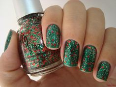 Sparkly Christmas Tree Themed Nails