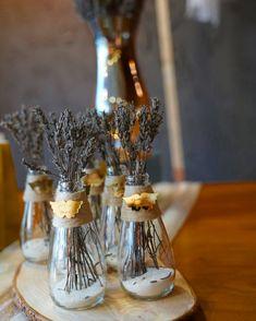 Decor Tutorial and Ideas Home Crafts, Diy Home Decor, Diy And Crafts, Flower Decorations, Wedding Decorations, Diy Gift Box, Deco Floral, Diy Bottle, Interior Design Living Room