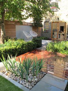 44 Small Backyard Landscape Designs to Make Yours Perfect Garten Terrasse Garten ideen Landschaftsbau 🏡 Small Backyard Gardens, Small Backyard Landscaping, Backyard Garden Design, Diy Garden, Small Garden Design, Garden Spaces, Patio Design, Backyard Patio, Outdoor Gardens