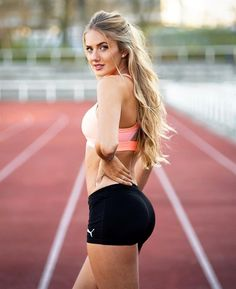 """There are a few reasons why you might want to use a lean body mass calculator. Have you ever wondered why slim but muscular people may weigh more than plump ones? We've all heard people say """"muscle weighs more than fat"""", but is that really true? Corpo Sexy, Tumbrl Girls, Female Eyes, Female Form, Sporty Girls, Up Girl, Female Athletes, Schmidt, Crop Tank"""